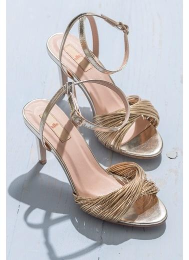 Elle İnce Topuklu Abiye Ayakkabı Altın